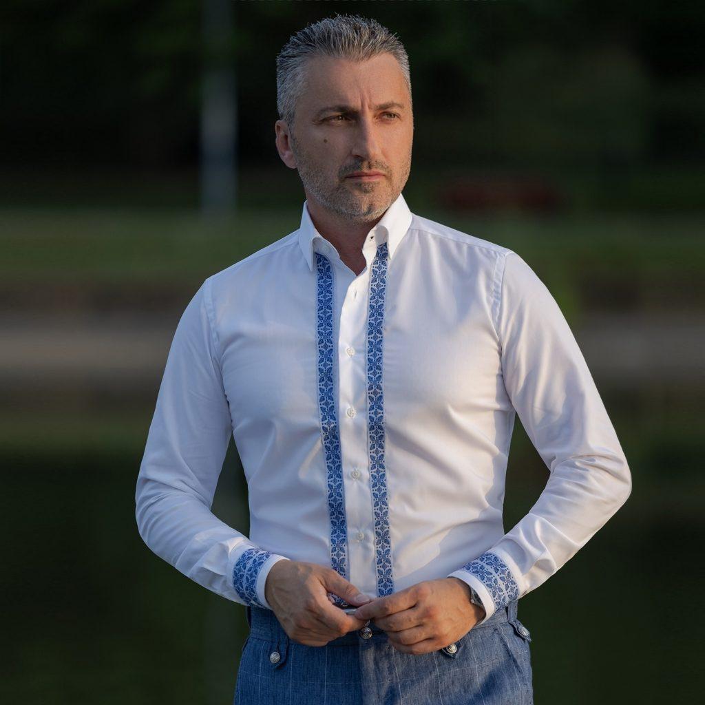 camasa cu motive traditionale albastre